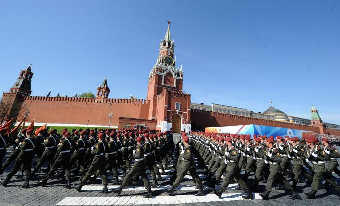 Парад Победы в Москве прошёл на «отлично». Фото: YURI KADOBNOV/AFP/Getty Images