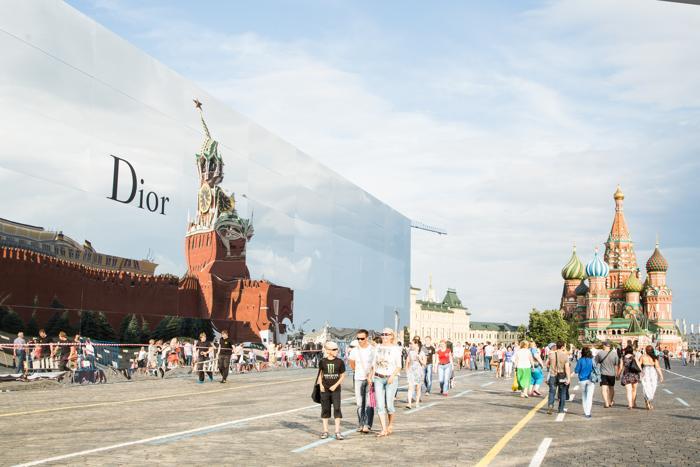 Показ Christian Dior прошёл в Москве на Красной площади 9 июля 2013 года.  Фото: Victor Boyko/GettyImages for Dior