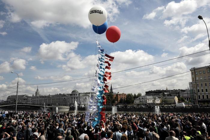 Шествие оппозиции прошло в центре Москвы. Фото: VASILY MAXIMOV/AFP/Getty Images