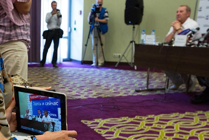 Пресс-конференция Михаила  Прохорова  в Иркутске. Фото: Николай Ошкай /Великая Эпоха (The Epoch Times)