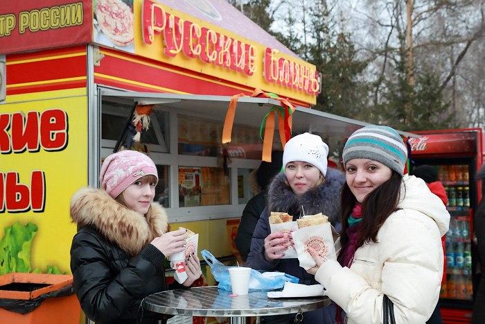 Масленица в Новосибирске. Русские блины в Центральном Парке. Фото: Сергей Кузьмин/Великая Эпоха (The Epoch Times)