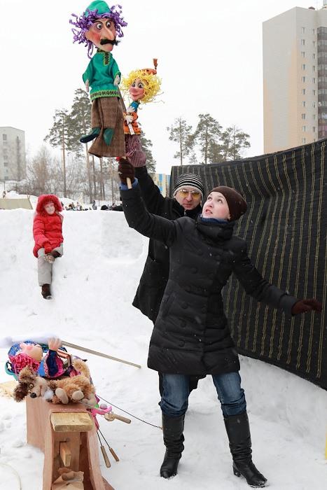 Масленица в Новосибирске. За занавесом кукольного театра. Фото: Сергей Кузьмин/Великая Эпоха (The Epoch Times)
