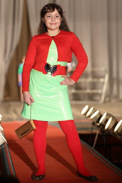Модная провинция. Участницы конкурса в возрастной категории 11-12 лет. Фото: Сергей Кузьмин/Великая Эпоха (The Epoch Times)