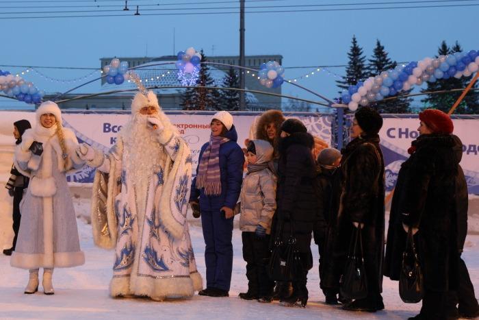 Открытие главной ёлки в Новосибирске. Дед Мороз – затейник. Фото: Сергей Кузьмин/Великая Эпоха (The Epoch Times)