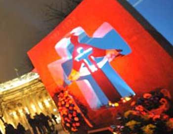 Памятник жертвам Голодомора в Киеве. Фото: YURIY DYACHYSHYN/AFP/Getty Images