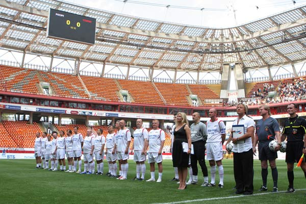 Построение команд перед началом матча. Фото предоставлено PR-агентством Diamond Group