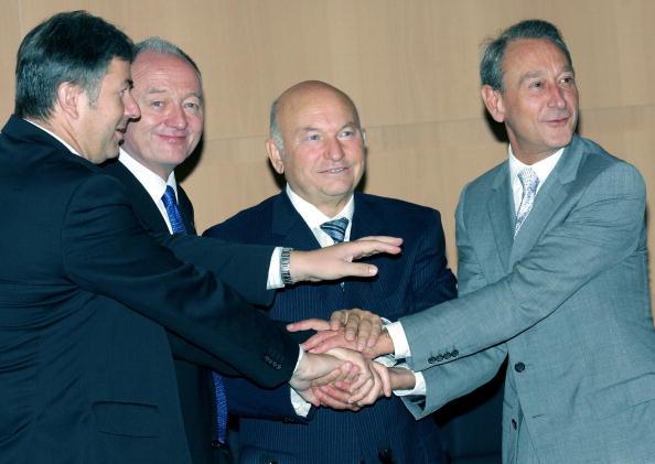 16 сентября 2004 год. Юрий Лужков: биография в фотографиях. Фото: ALEXANDER NEMENOV/AFP/Getty Images