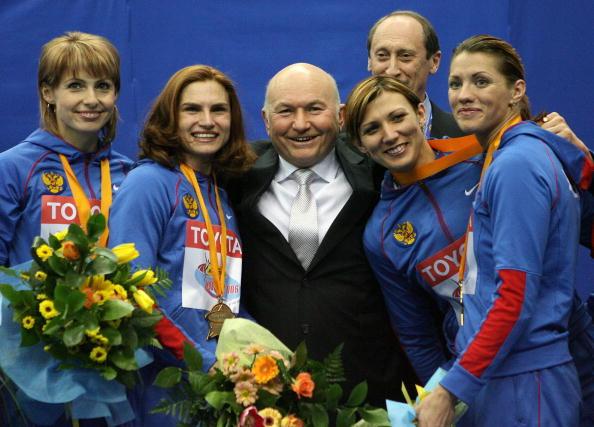 12 марта 2006 год. Юрий Лужков: биография в фотографиях. Фото: YURI KADOBNOV/AFP/Getty Images