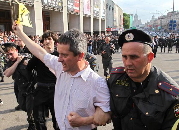 Более 100 участников марша несогласных задержали в Москве. Фоторепортаж. Фото: ARTYOM KOROTAYEV/AFP/Getty Images