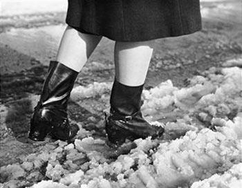 Потребители завалят мэрию испорченной обувью. Фото: Getty Images