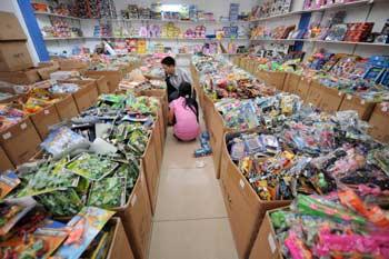 Китаю приходится продавать предназначенные для экспорта товары на внутреннем рынке. Фото: ADEK   BERRY/AFP/Getty Images