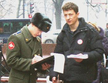 В Петербурге прошел пикет в защиту прав детей-сирот. Фото предоставлено Санкт-Петербургской Гражданской комиссией по правам человека
