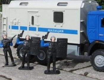 Игрушки автозаки для разгона митингов появились в продаже в Интернет-магазине. Фото:newsroom24.ru/news