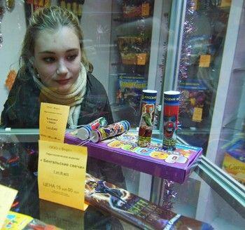 Продажа пиротехники. Фото РИА Новости
