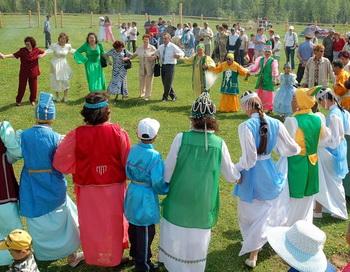 Исполнение танца осуохай. Фото: zaraika.ucoz.ru