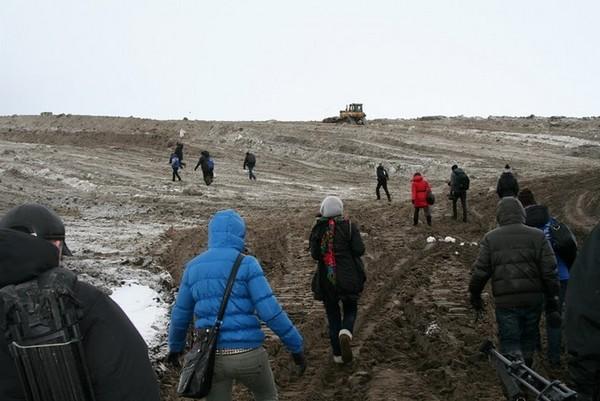 Инспекция на свалку снега на Васильевском острове. Фото предоставлено пресс-службой Санкт-Петербургского отделения Гринпис