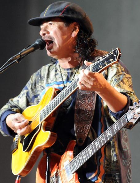 Легендарный гитарист Карлос Сантана в Москве. Фото: BAY ISMOYO, FADEL SENNA/AFP/Getty Images