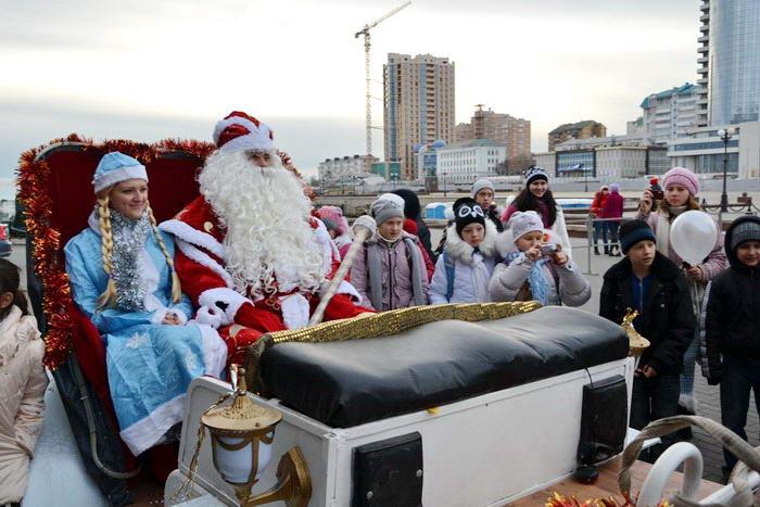 Дед Мороз отправился на объезд города. Фото предоставлено пресс-службой города Новороссийска