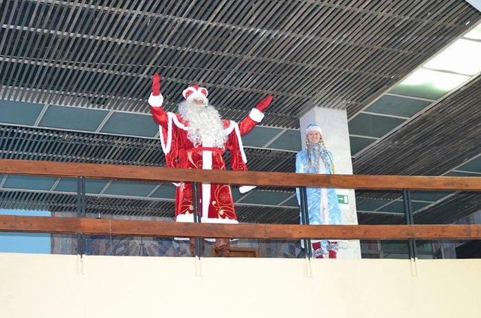 Дед Мороз и снегурочка. Фото предоставлено пресс-службой города Новороссийска