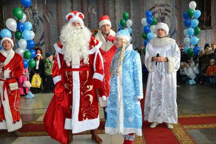 Дед Мороз и его свита. Фото предоставлено пресс-службой города Новороссийска