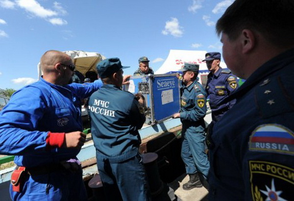 Фоторепортаж о поисках погибших на затонувшем в Волге теплоходе «Булгария». Фото: AFP PHOTO / NATALIA KOLESNIKOVA