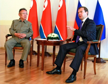 Медведев и Ким Чен Ир договорились о транзите газа через КНДР. Фото: DMITRY ASTAKHOV / RIA NOVOSTI / AFP