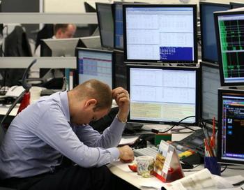 Российские фондовые торги завершили сессию 10 августа резким падением основных индексов. Фото: Alexey SAZONOV/AFP/Getty Images