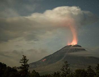 Активность вулкана Кизимен 20 июля 2011 г. Фото Н. Ушакова на сайте kscnet.ru