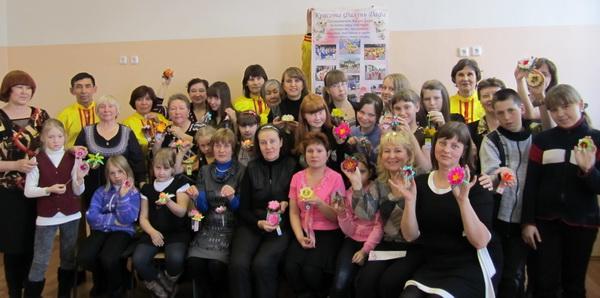 Акция «Лепестки мира» прошла в городе Ангарске. Фото: Нина Апёнова/Великая Эпоха (The Epoch Times)