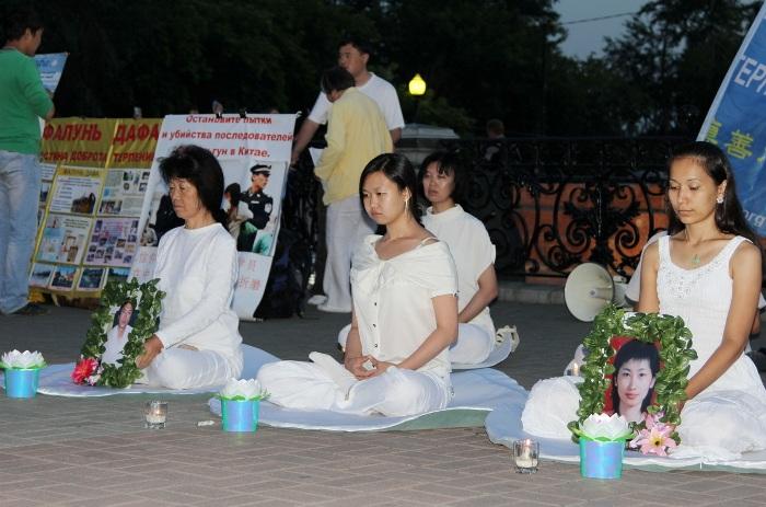 Акция памяти последователей Фалуньгун, погибших в результате репрессий в Китае. Фото: Нина АПЁНОВА/Великая Эпоха (The Epoch Times)