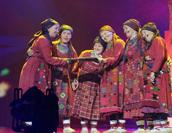 Российские участницы международного конкурса «Евровидение-2012», группа «Бурановские бабушки» из Удмуртии проводят первую репетицию в Baku Crystal Hall в Азербайджане, где пройдет конкурс. Фото РИА Новост