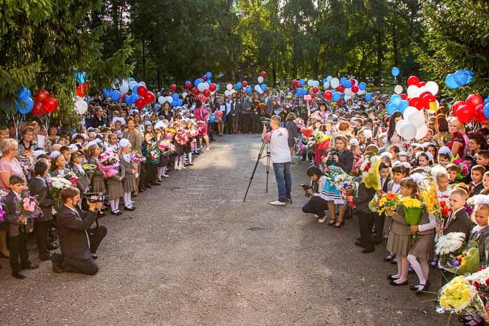 Общий вид торжественной линейки. Фото: Сергей Лучезарный/Великая Эпоха (The Epoch Times)