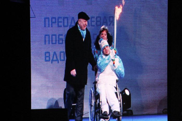 Дмитрий Кокарев желает всем участникам Паралимпиады удачи и просит зрителей поддерживать спортсменов даже во время неудачных выступлений. Фото: Юлия КАРПОВА/Великая Эпоха (The Epoch Times)