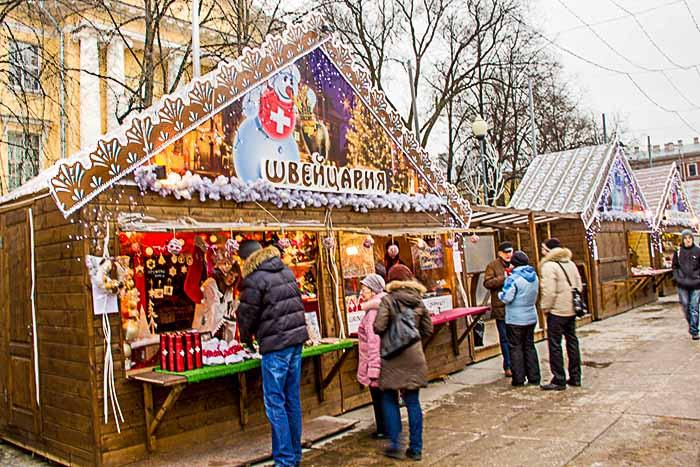 Домик Швейцарии. Рождественская ярмарка в Санкт-Петербурге. Фото: Олег Луценко/Великая Эпоха (The Epoch Times)