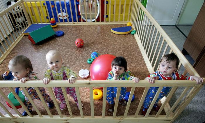 Семьи, усыновившие пять московских детей, получат в Москве квартиру. Фото: MAXIM MARMUR/AFP/Getty Images