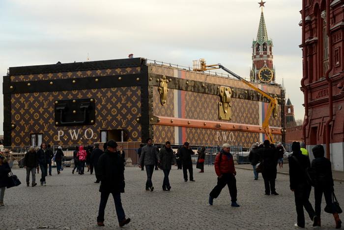 Павильон Louis Vuitton переедет с Красной площади. Фото: KIRILL KUDRYAVTSEV/AFP/Getty Images