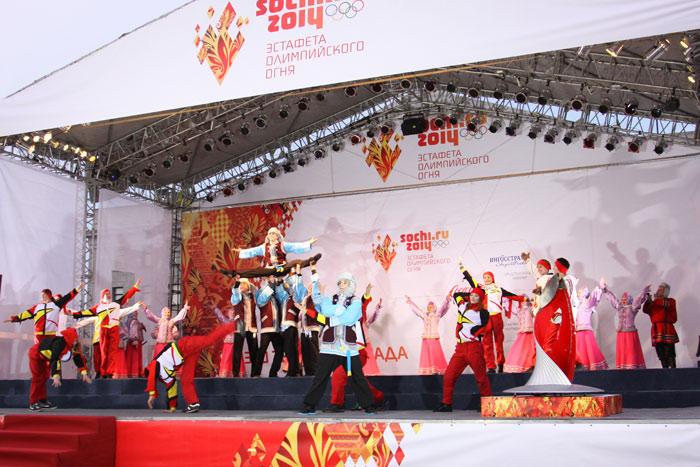 Эстафета Олимпийского огня в Иркутске. Фото: Нина Апёнова/Великая Эпоха (The Epoch Times)