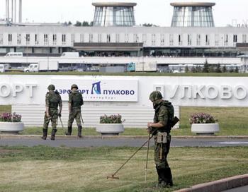В аэропорту Пулково были задержаны 22 рейса. Фото: YURI KADOBNOV/AFP/Getty Images