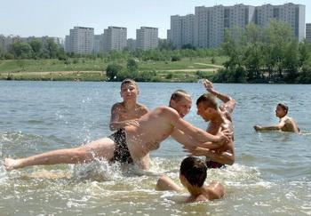 Два озера в Башкирии признаны непригодными для купания. Фото: ALEXANDER NEMENOV/AFP/Getty Images