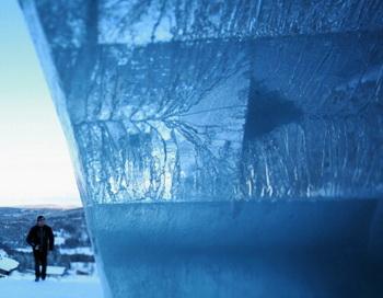 В Ханты-Мансийске к Новому году построят ледяное кафе. Фото: Johannes Simon/Getty Images