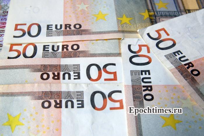 До 8 августа чиновники должны закрыть заграничные счета. Фото: Великая Эпоха (The Epoch Times)