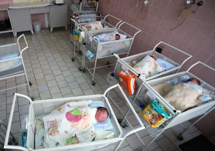 Материнский капитал будут давать на второго и последующих детей. Фото: BORYANA KATSAROVA/AFP/Getty Images