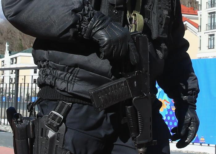 Полицейский в Москве ранил злоумышленника. Фото: Alexander Hassenstein/Getty Images