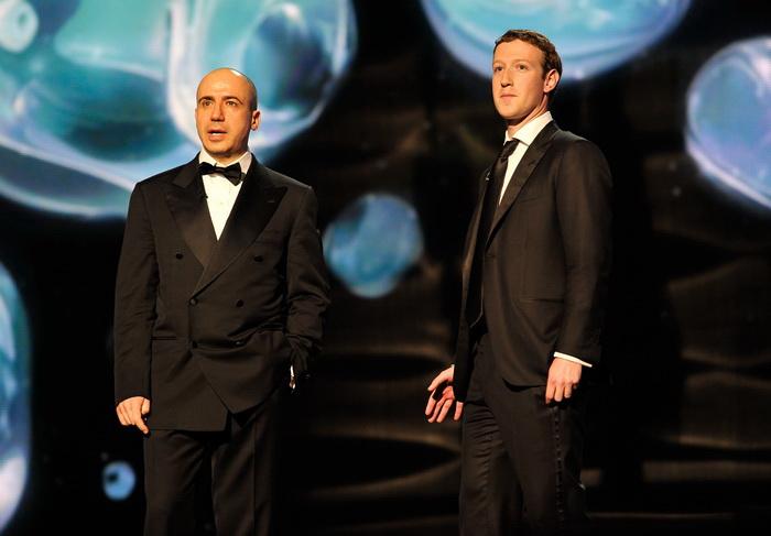 Предприниматели-миллиардеры Юрий Мильнер и Марк Цукерберг. Фото: Steve Jennings/Getty Images for MerchantCantos
