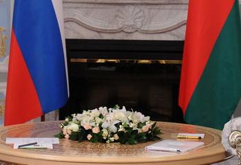 Подписано российско-белорусское соглашение. Фото: MIKHAIL KLIMENTYEV/AFP/Getty Images