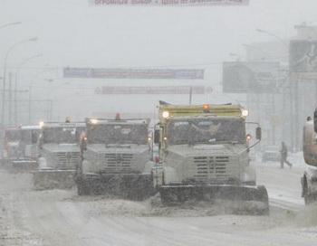 Энергетики Костромы занимаются ликвидацией последствий снежного циклона. Фото: DENIS SINYAKOV/AFP/Getty Images