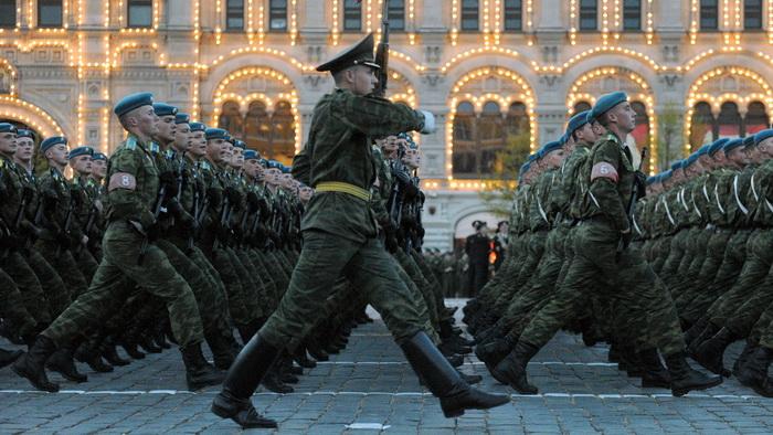 Артиллеристы ВДВ увеличили количество тактических учений на 15 процентов. Фото: ALEXANDER NEMENOV/AFP/Getty Images