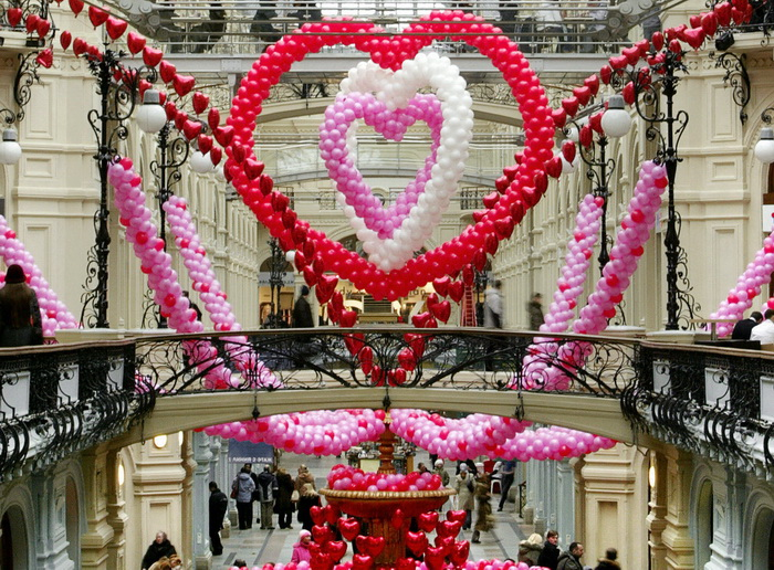 Как можно провести День влюблённых в Москве. Фото: DENIS SINYAKOV/AFP/Getty Images