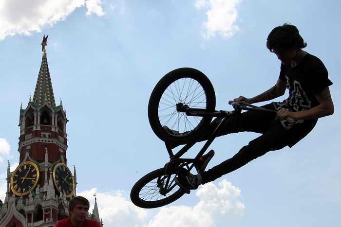 Москвичи смогут бесплатно перевозить велосипеды в наземном общественном транспорте. Фото: Alexey SAZONOV/AFP/Getty Images
