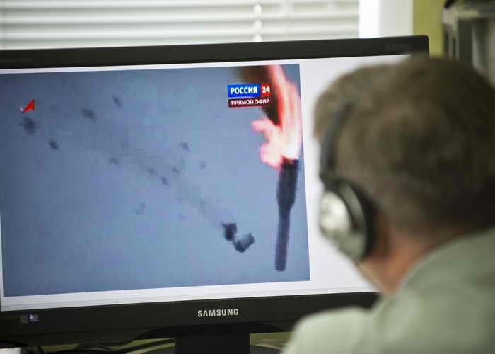 На экран компьютера падение ракеты Протон-М, в результате которого 600 тонн высокотоксичного топлива попало в воздух. Фото: NATALIA KOLESNIKOVA/AFP/Getty Images